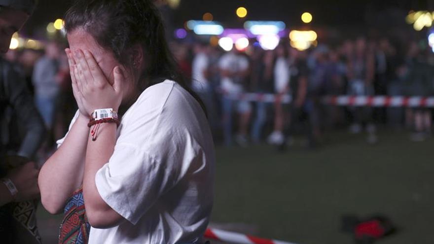 El festival sigue adelante a pesar de la muerte de un artista acrobático