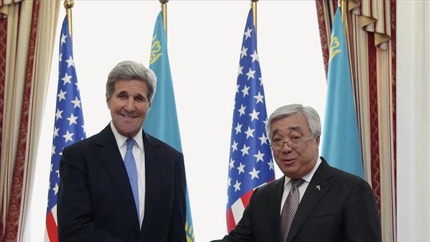 El Presidente de Kazajistán se reúne con John Kerry