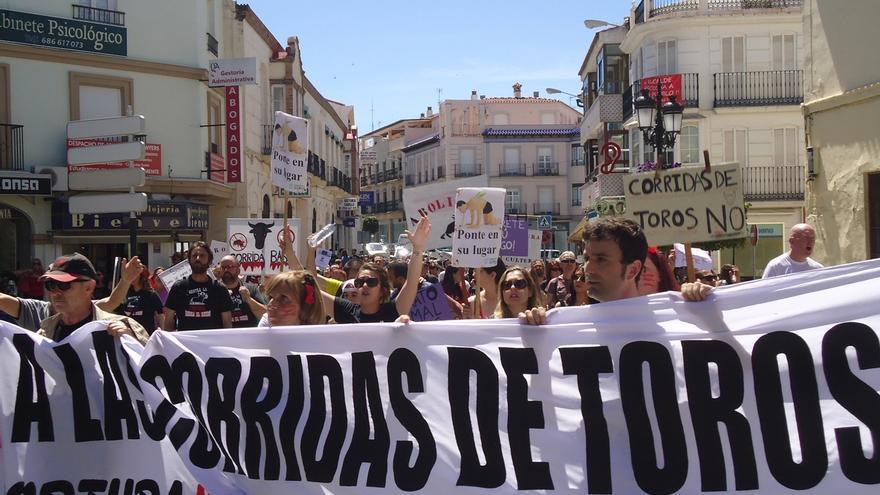 Unas 200 personas se manifiestan en Vélez-Málaga contra la celebración de una corrida de toros