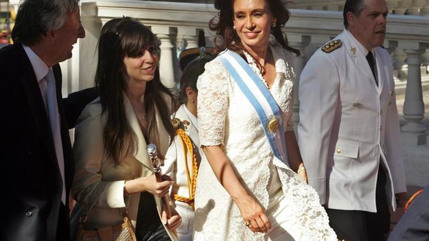 Un juez ordena embargar 5,7 millones de dólares a la hija de los Kirchner
