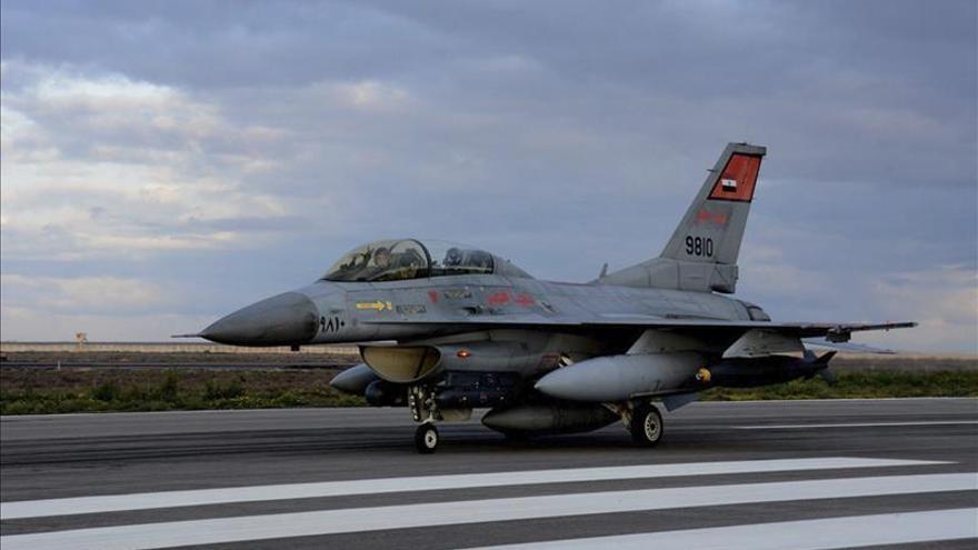 Egipto firma con Francia contratos para adquirir 24 cazas y una fragata