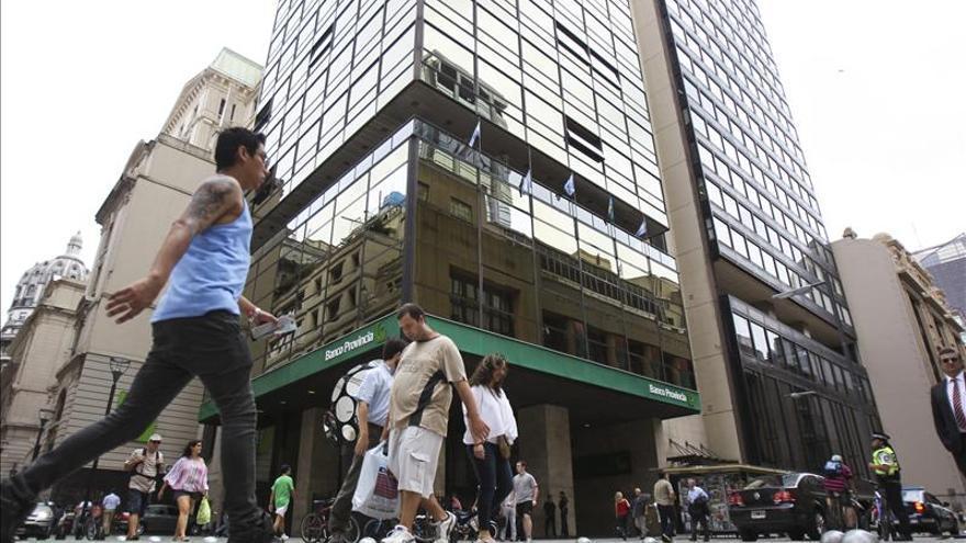 90 por ciento de argentinos que compraron dólares para ahorro los retiraron en efectivo