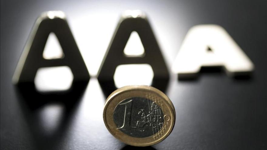 El euro baja hasta los 1,0714 dólares en Fráncfort
