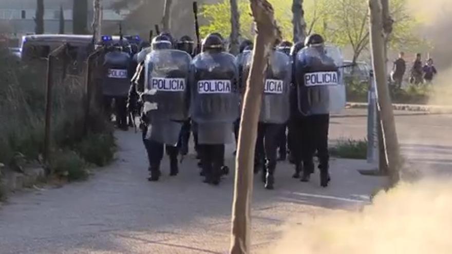 Policía en la Complutense / J. Robles