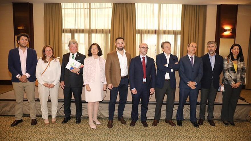 Los candidatos de Vox a las elecciones europeas junto a Santiago Abascal