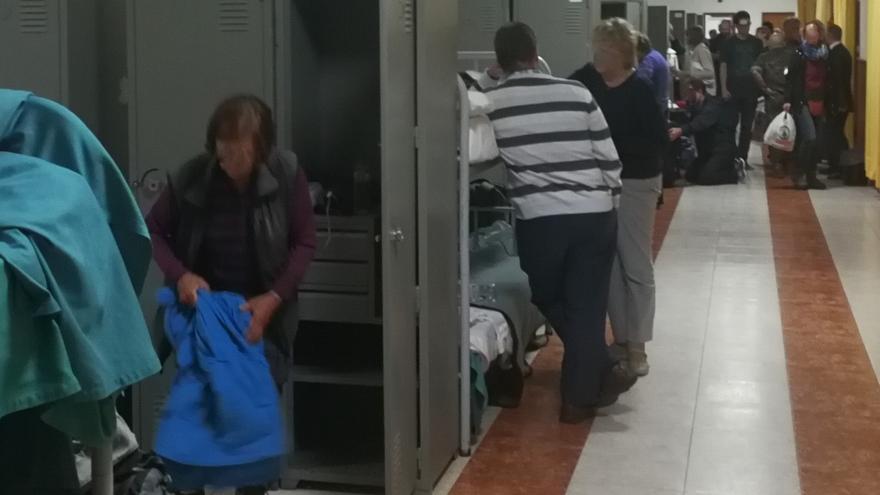 Imagen de los turistas en el interior de las instalaciones del acuartelamiento El Fuerte.