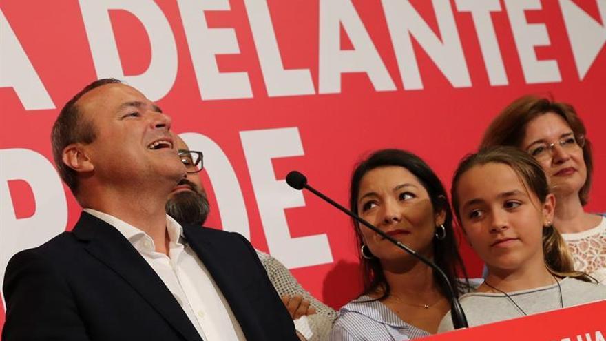 Augusto Hidalgo celebra la victoria electoral del 26M. (EFE)