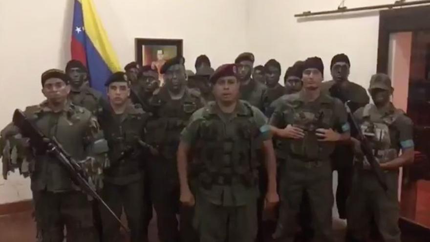 Un grupo militar se subleva en el norte de Venezuela.