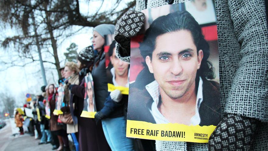 Raif Badawi ha sido condenado a 1000 latigazos y a una pena de diez años de prisión © AI