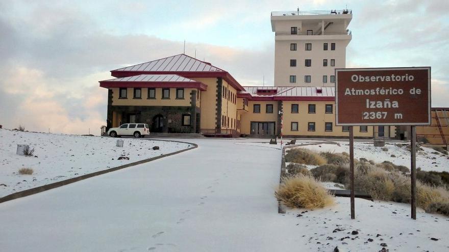 Centro de Investigación Atmosférica de Izaña, en la cumbre de Tenerife y en una imagen de archivo