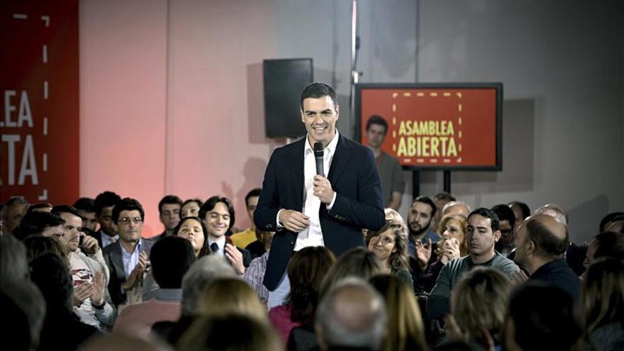 """Sánchez dice que le """"preocupa oír a Monedero que las ayudas son primero para españoles"""""""