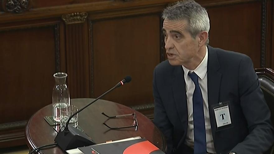 El ex letrado mayor del Parlament Antonio Bayona compareciendo en el Supremo