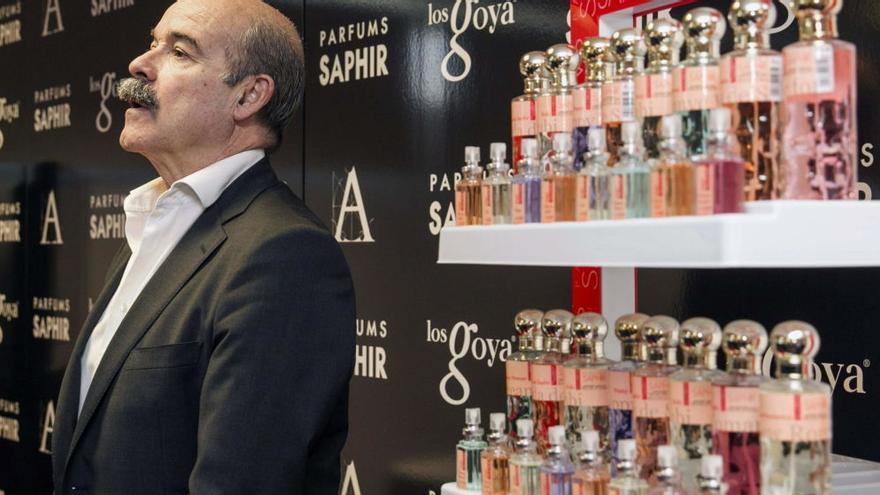 Antonio Resines, anterior presidente de la Academia de Cine, junto a perfumes Saphire