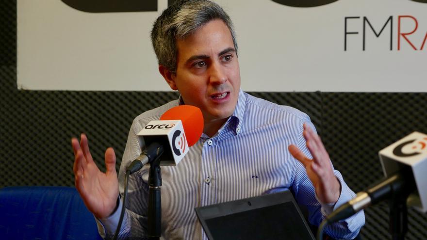 Pablo Zuloaga durante la entrevista de El Faradio y eldiario.es en Arco FM. | CARLOS ATIENZA