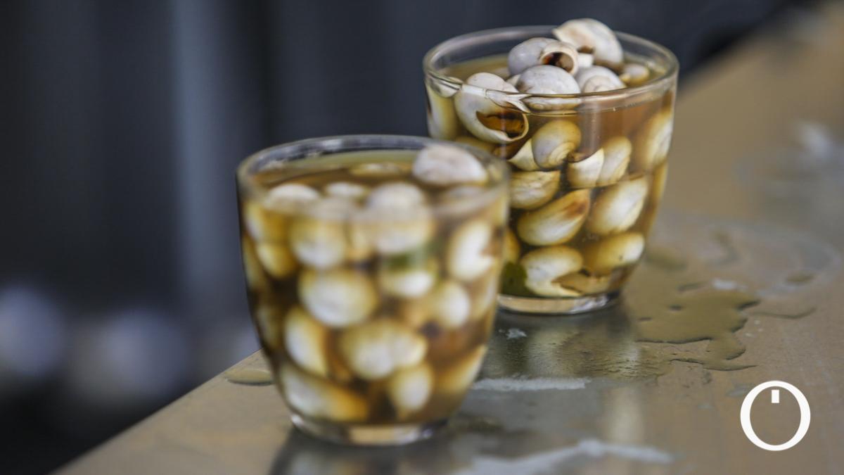 Dos vasos de caracoles