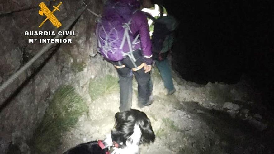 Rescatada una senderista inglesa de 64 que fue localizada gracias a las fotos que mandó con el móvil