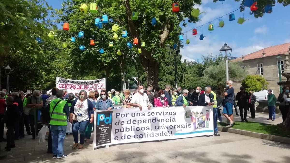 Manifestación por un modelo público para las residencias de mayores en Santiago de Compostela