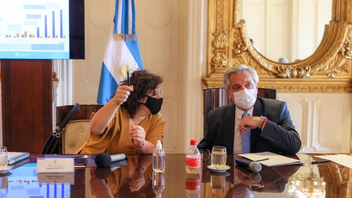 El presidente Fernández y la ministra Vizzotti, en la reunión del Comité de Vacunación, el miércoles.