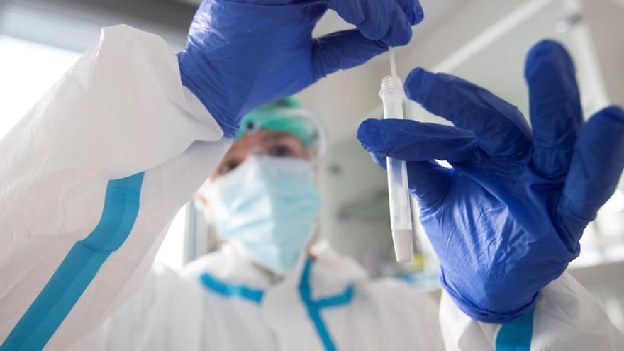 Los pacientes hospitalizados con coronavirus superan ya los 1.800 y se registran 86 fallecidos en Castilla-La Mancha durante el fin de semana