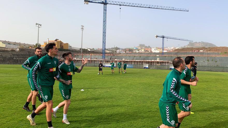 Los jugadores del Elche entrenando en la mañana de este domingo en la Ciudad Derportiva Tenerife Javier Pérez.