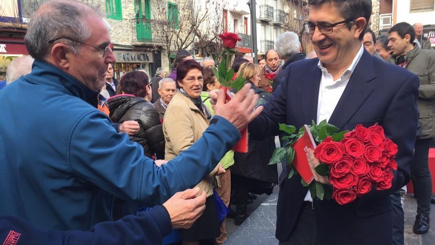"López (PSE) llama a ""teñir las urnas de rojo socialista"" para ""barrer a Rajoy"""