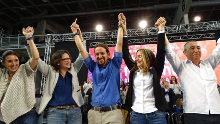 Iglesias junto a Oltra, Baldoví y Ballester al finalizar el acto de Compromís-Podemos en Alicante