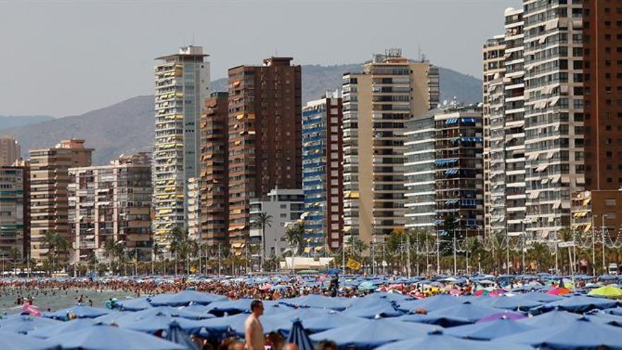 España recibe el récord de 60,3 millones de turistas hasta septiembre
