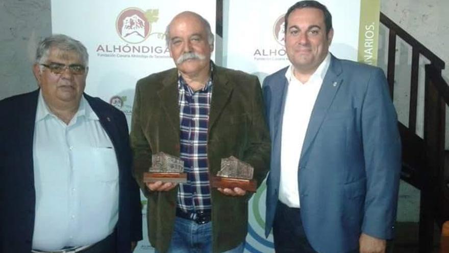 De izquierda a derecha, Juan Crispo, presidente del Consejo Regulador de la  DO Vinos La Palma; Evaristo Rodríguez, presidente de la Bodegas Noroeste de La Palma, y Basilio Pérez Consejero de Agricultura y Ganadería del Cabildo de La Palma.