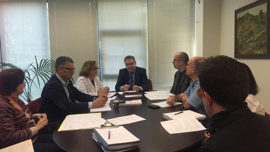 Reunión de trabajo con distintos profesionales del Hospital General de La Palma.