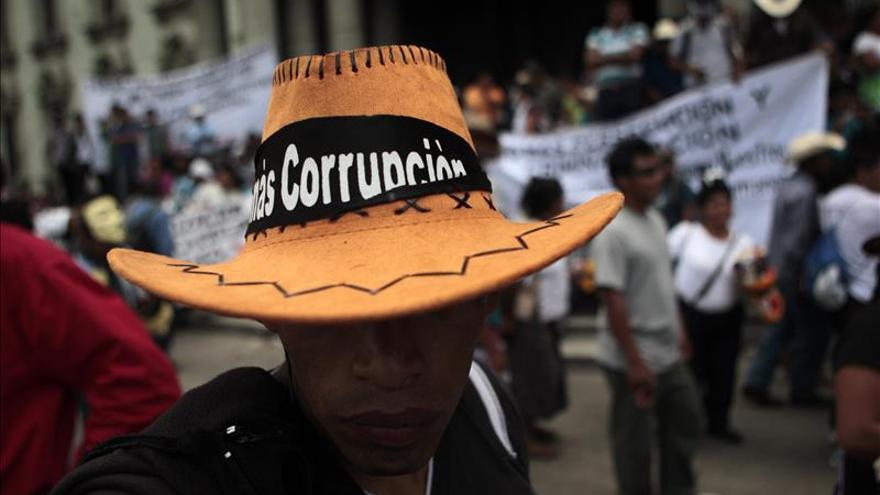 Campesinos piden la renuncia del presidente y el vicepresidente de Guatemala