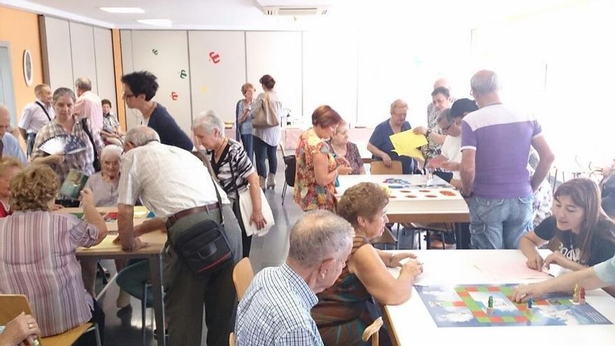 Mayores del centro de día municipal de Barakaldo participan en un programa europeo para recuperar juegos tradicionales