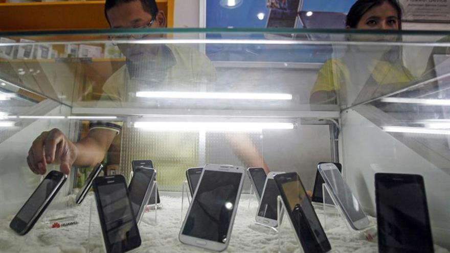 Birmania consolida su mercado de telefonía móvil con una nueva licencia