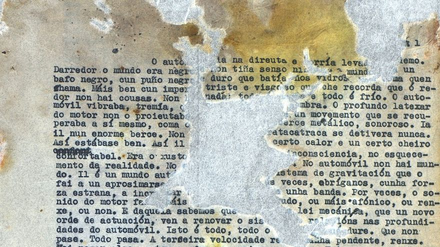 Primera página del original de la novela 'O corvo, a figueira e a fouce de ouro', de Xosé Luís Méndez Ferrín