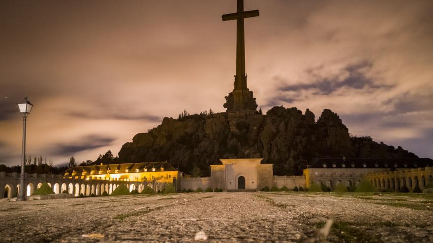 """Panorámica nocturna de alta exposición de 30"""" desde la Hospedería del Valle de los Caídos"""