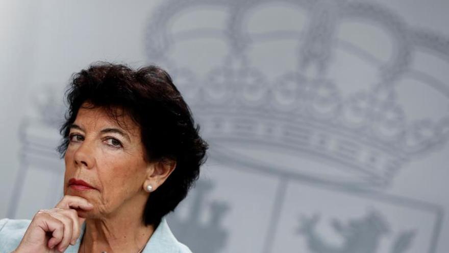 La ministra portavoz en funciones, Isabel Celaá, durante una rueda de prensa tras una reunión semanal del Consejo de Ministros.