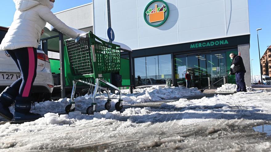 Mercadona vende 27 supermercados por 100 millones y se quedará como inquilino