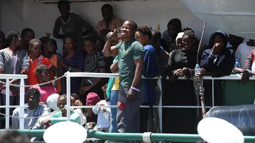 Italia pide trasladar inmigrantes a otros puertos y Frontex revisará su plan