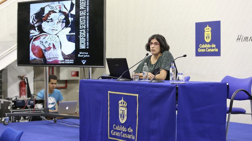 La politóloga y escritora Nuria Barjola en el Cabildo de Gran Canaria.