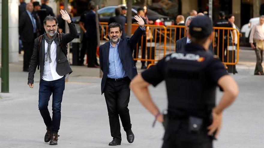 La última imagen de Cuixart y Sánchez, a su llegada a la Audiencia Nacional en octubre