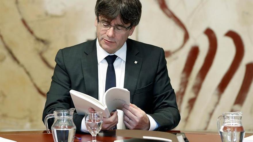 Puigdemont convoca mañana a los partidos favorables al referéndum
