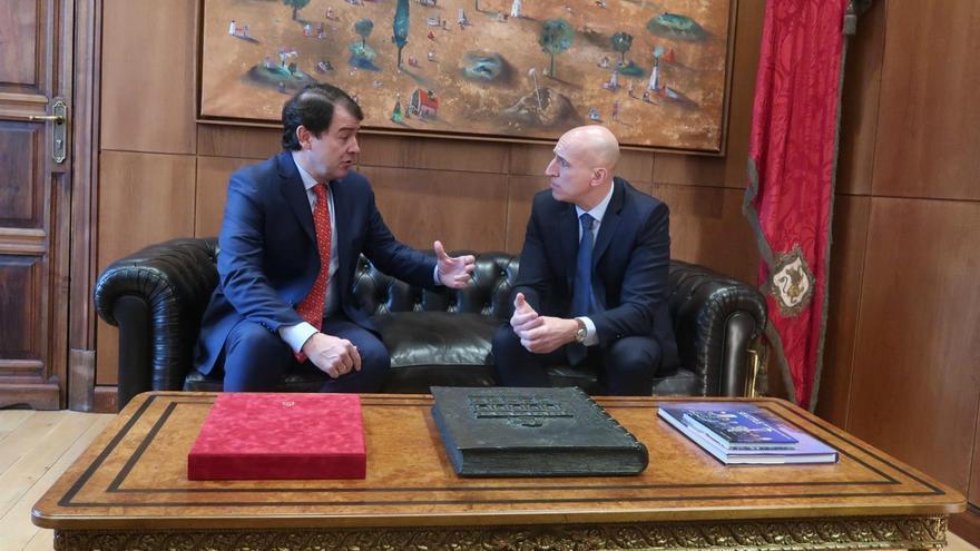 Alfonso Fernández Mañueco y José Antonio Diez, durante la reunión de este martes.