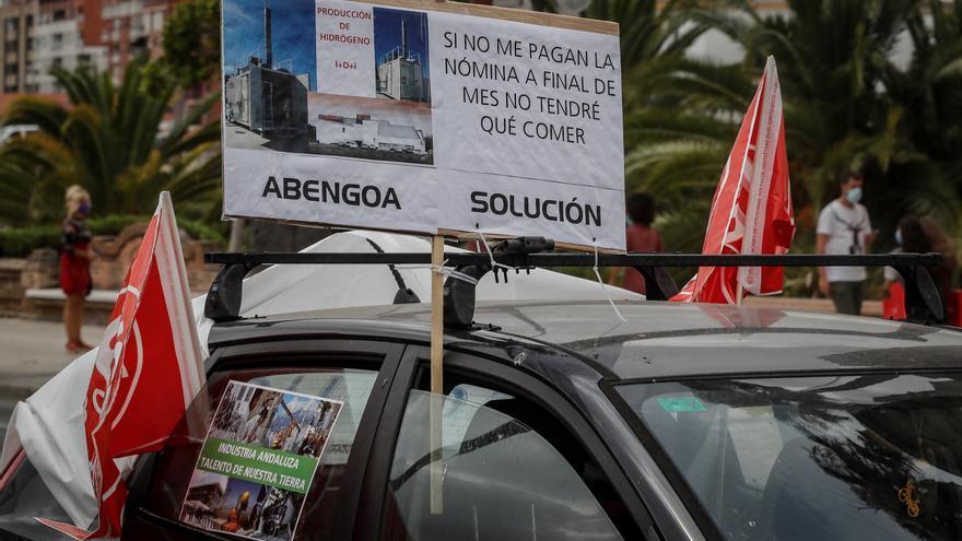 Decenas de trabajadores de Abengoa se concentran ante la sede de Sepi