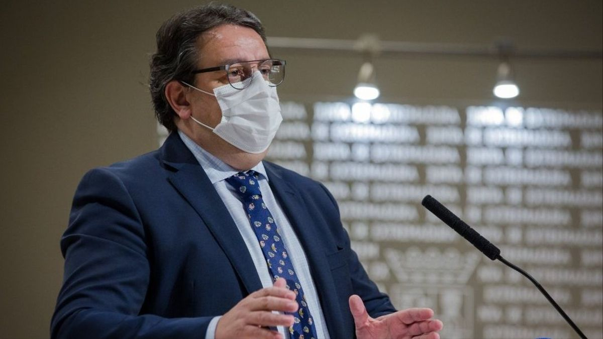 El consejero de Sanidad y Políticas Sociales, José María Vergeles, este miércoles en Mérida