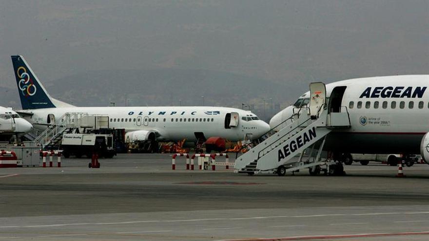 Aerolíneas griegas transportan gratis alumnos atrapados por huelga marineros