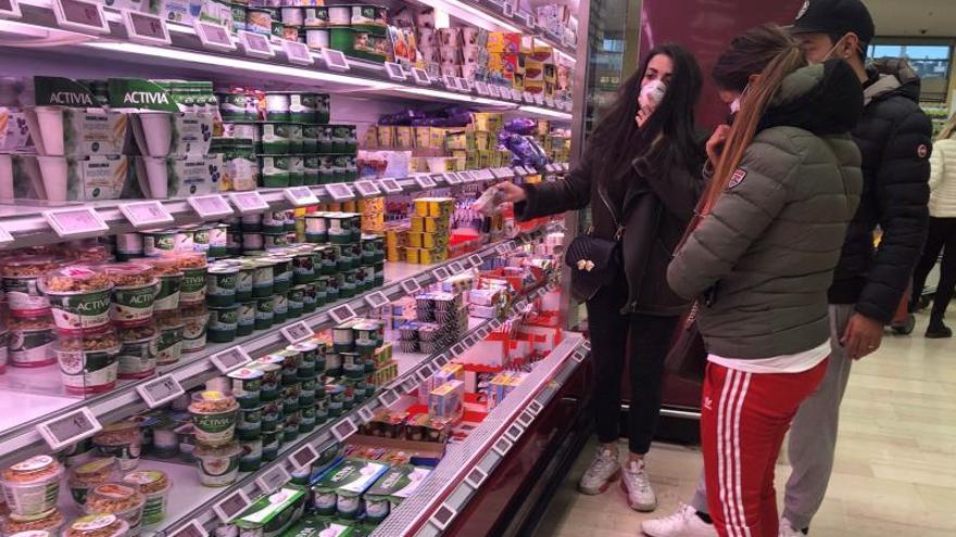 Asalto a supermercados y agotados el gel desinfectante y las mascarillas en Italia