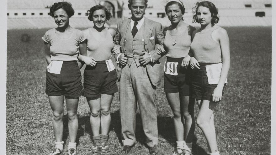 Lucinda Moles, Aurora Villa, Manuel Robles, Margot Moles y Aurora Eguiluz en el campeonato de España de 1932
