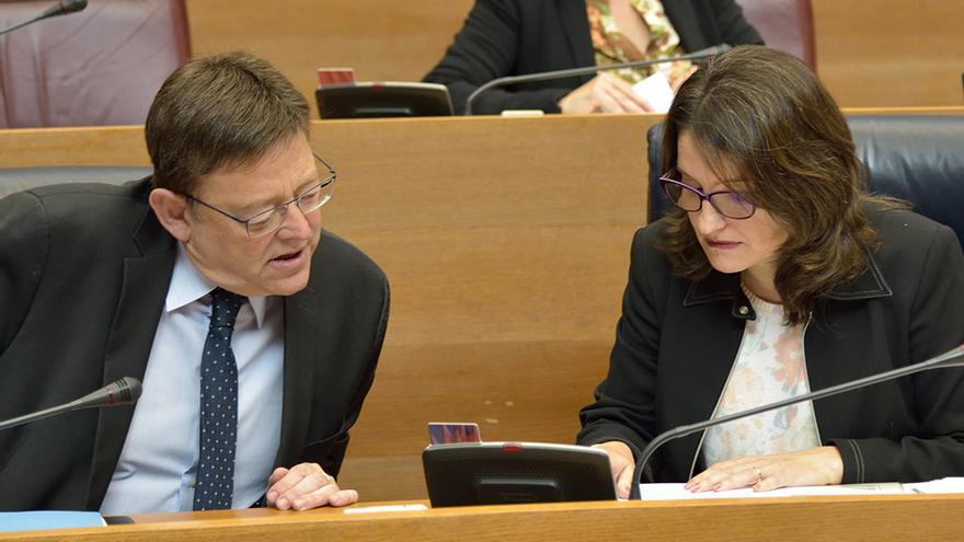 El president Ximo Puig junto a Mónica Oltra en el pleno de las Corts