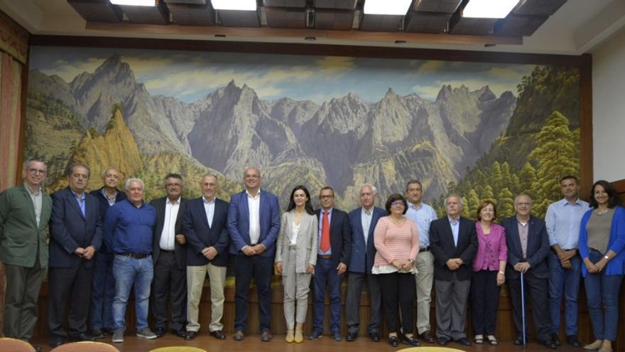 Asistentes al acto de homenaje por el 25 Aniversario de la Comisión Insular de Patrimonio Histórico del Cabildo Insular de La Palma (9-V-2019).