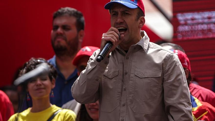 Vicepresidente venezolano señala diputado opositor por violencia en barriada