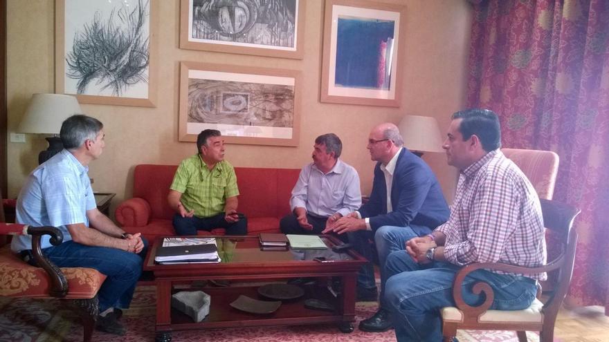 De izquierda a derecha, Antonio Luis Pérez, Miguel Martín Pérez, Juan Manuel González, Anselmo Pestana y José Basilio Pérez